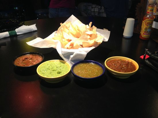 Loco Burro Fresh Mex Cantina: Chips and Salsa