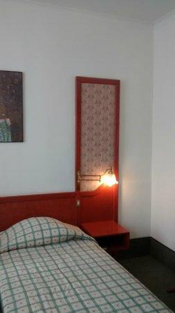 Le Dome Hotel: chambre triple