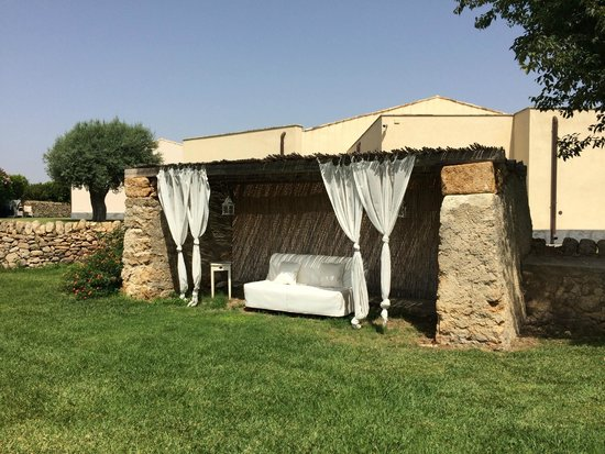 Hotel Borgo Pantano: Place to rest in the middle of the garden
