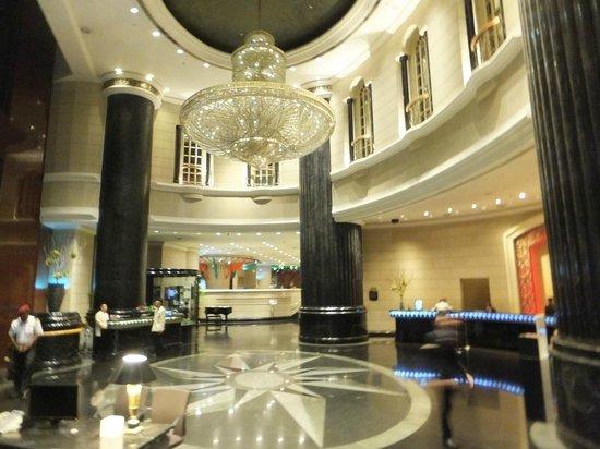 Renaissance Kuala Lumpur Hotel: reception area - west wing