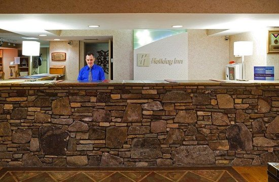 Holiday Inn Asheville - Biltmore East: Front Desk