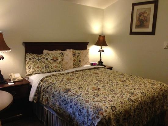 Bide-A-Wee-Inn & Cottages : our room upstairs