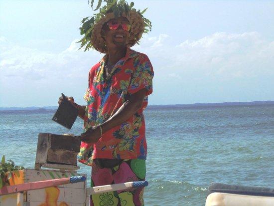 Segunda Praia Beach: vendedor de queijo coalho