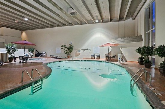 Atrium pub terrace picture of holiday inn sioux falls - Terrace park swimming pool sioux falls ...