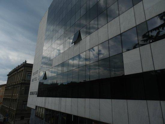 Grand Hotel Bonavia: esterno e il museo di arte moderna e contemporanea sullo sfondo