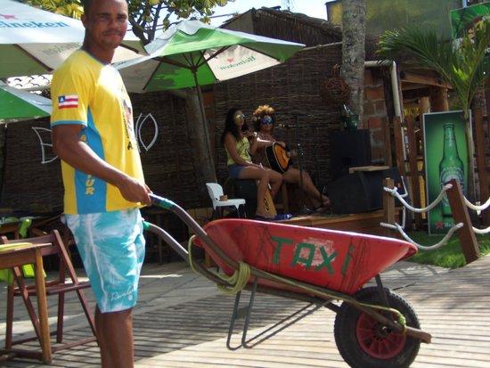 Segunda Praia Beach: táxi de morro de são paulo - carrinho de mão