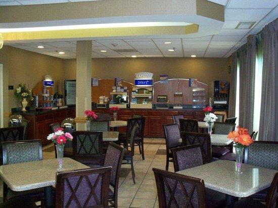 Holiday Inn Express Edgewood-I95: Breakfast Bar