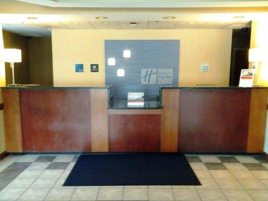 Holiday Inn Express Edgewood-I95: FRONT DESK