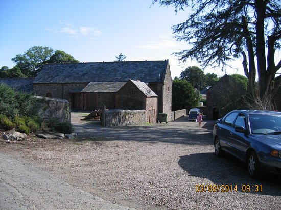 Bucklawren Bed and Breakfast and Self-Catering Cottages: The Farmyard