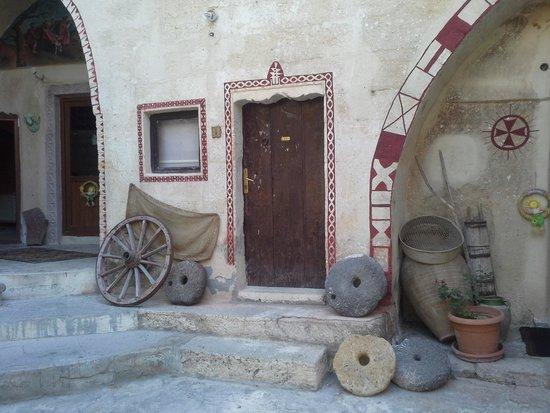Monastery Cave Hotel: ingresso
