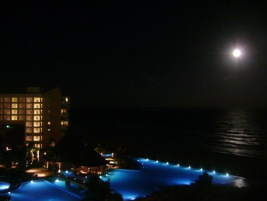 The Westin Lagunamar Ocean Resort Villas & Spa: Vista noturna da varanda