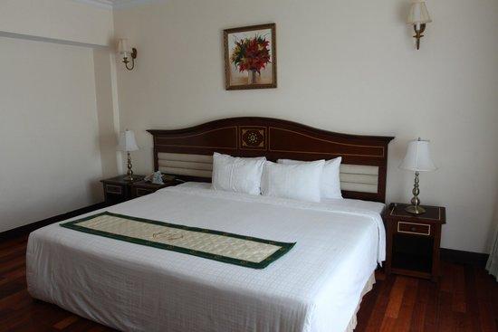 Saigon -  Dalat: Огромная кровать!