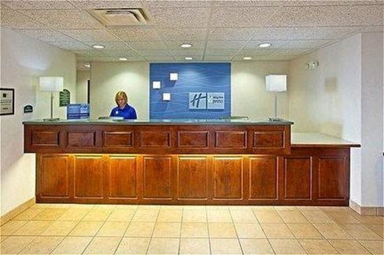 Holiday Inn Express Fairfield : Front Desk