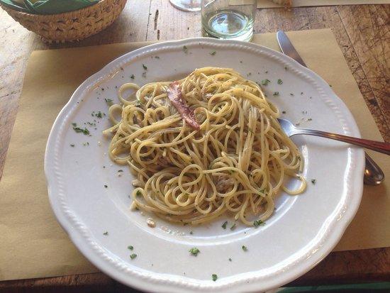 Lo Sgarbo: Spaghetti alle acciughe.