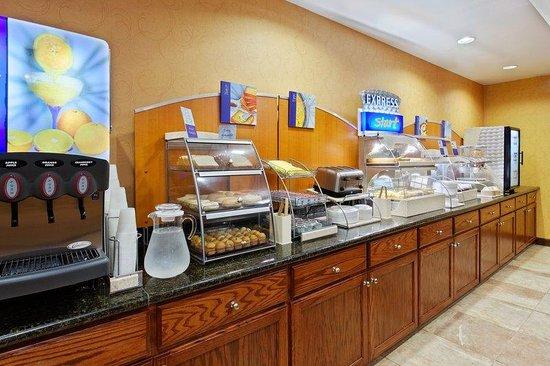 Holiday Inn Express Suites - Malvern: Breakfast Bar