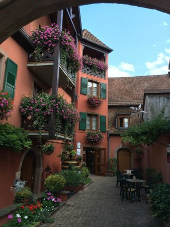 Hotel Winzenberg: Courtyard