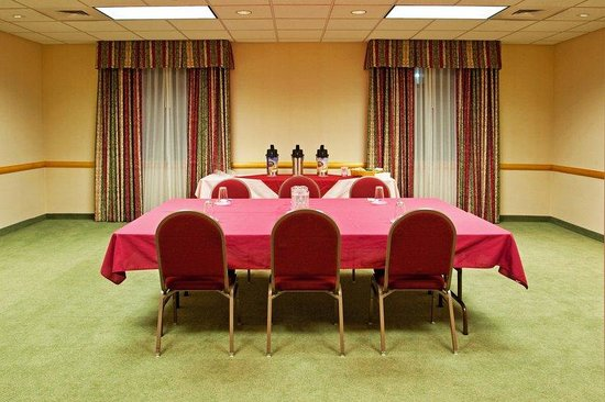 Holiday Inn Express Breezewood: Shawnee Meeting Room