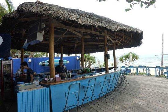 Cassia Cottage: beach bar