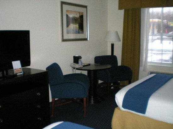 Holiday Inn Express New Buffalo: Double Bed Guest Room / no fridge in room