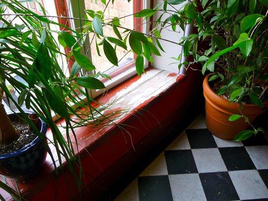 Hotel Hellsten: fenetre escalier hotel