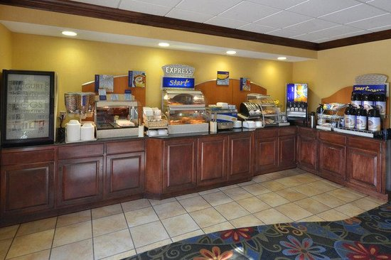 Holiday Inn Express Richmond I-64 Short Pump Area : Start your day with a hearty complimentary breakfast.
