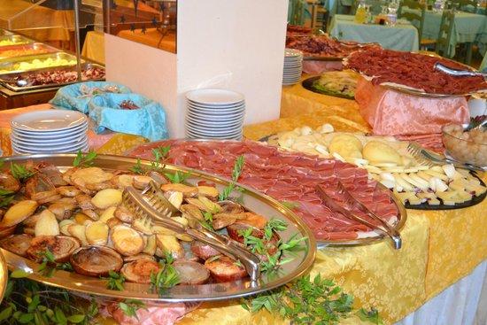 Club Hotel Baia Aranzos : buffet