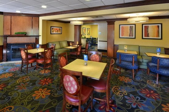 Holiday Inn Express Richmond I-64 Short Pump Area : Enjoy your complimentary breakfast in our comfortable dining area