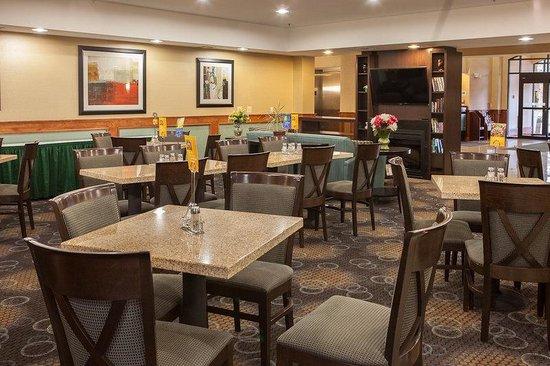 Holiday Inn Express Canton: Breakfast Bar