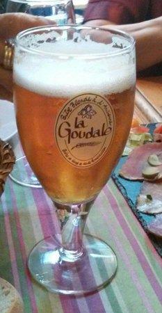 La petite table : Un fresco bicchiere di Goudale per accompagnare un tagliere di salumi e formaggi