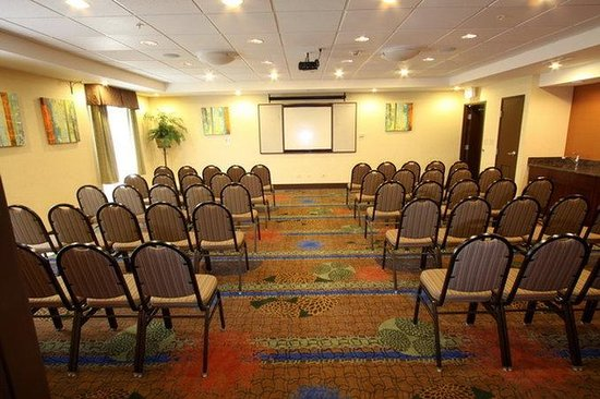 Holiday Inn Express Hotel & Suites Chicago-Algonquin: Theater Style