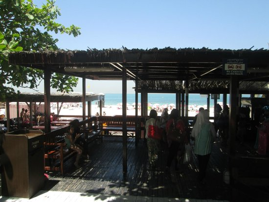 Playa y Parque Jumeira: View from behind the bar/ not far from the entrance