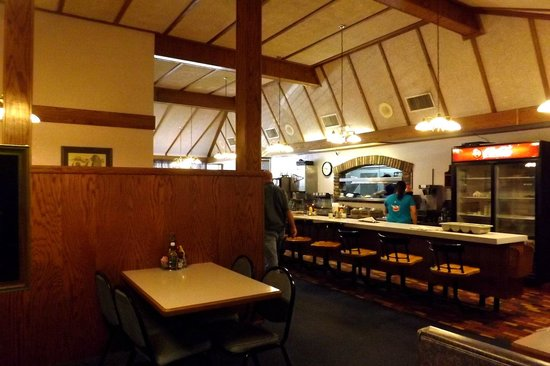 Clark's Crossing Family Restaurant: Counter seating