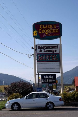 Clark's Crossing Family Restaurant: Sign out front