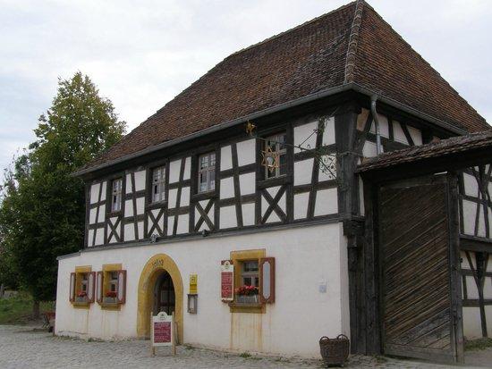 Fränkisches Freilandmuseum: Wirtshaus mit Brauerei-Stern