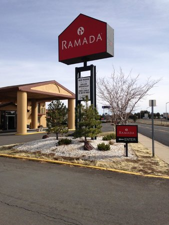 Ramada Flagstaff East: Hotel from outside