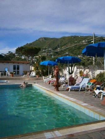 Hotel Villa Bernardina: Warmwasserpool der Villa Bernardina