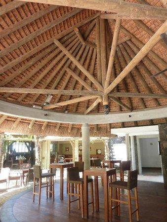 Emeraude Beach Attitude: Bar area