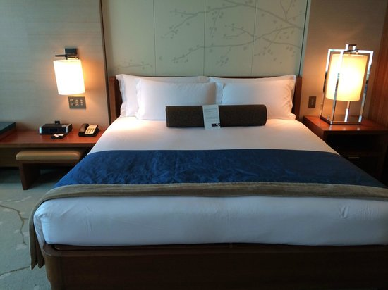 Conrad Tokyo : bed
