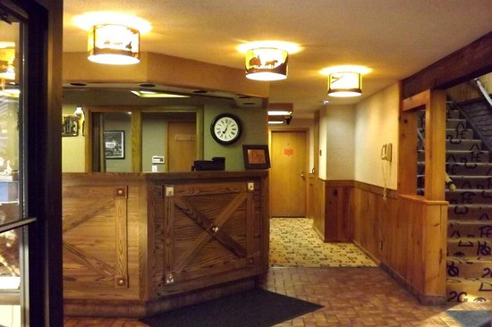 Dude Rancher Lodge: Front desk