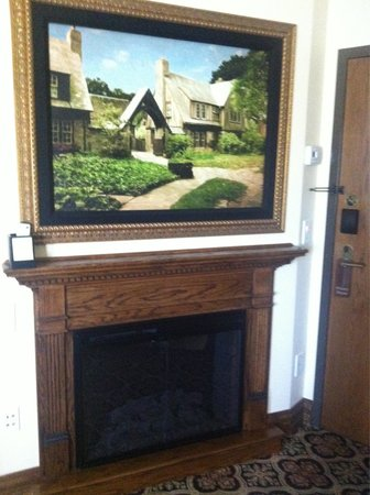Best Western Premier Mariemont Inn: TV hidden behind picture