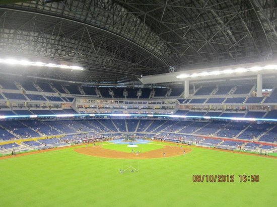 Marlins Park: Beautiful Ballpark.