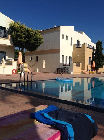 Blue Aegean Hotel & Suites: Lovely clean and spacious pool area