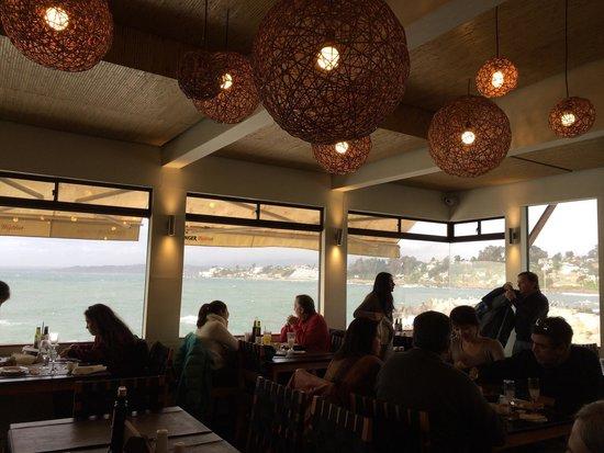Aqui Jaime Restaurante: Aqui Jaime interior right at the sea