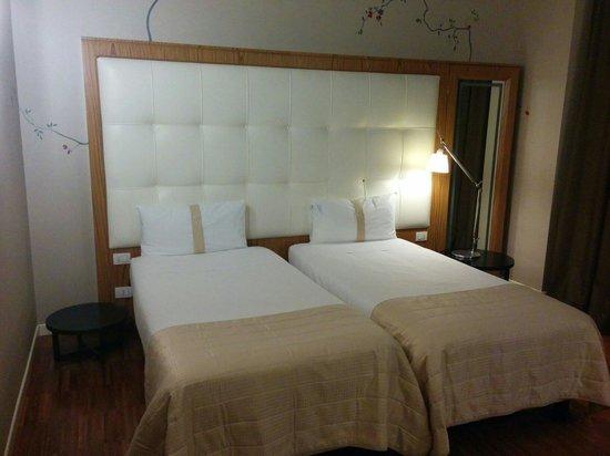 Italiana Hotels Milan Rho Fair : Cabecero de habitación