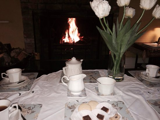 Whitepark House: Tea by the fireside.