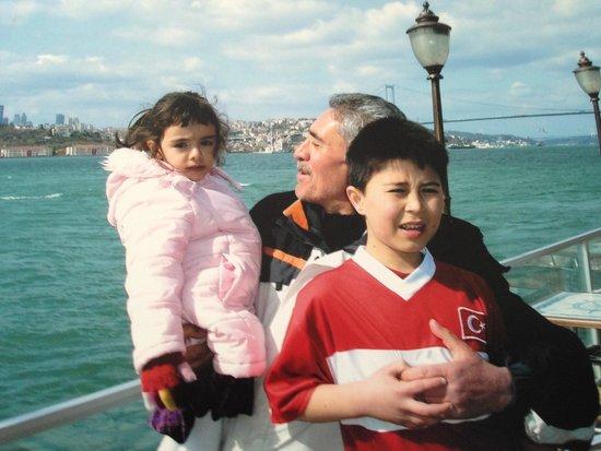 Tuntas Beach Hotel Altinkum: With my grandchildren in Istanbul