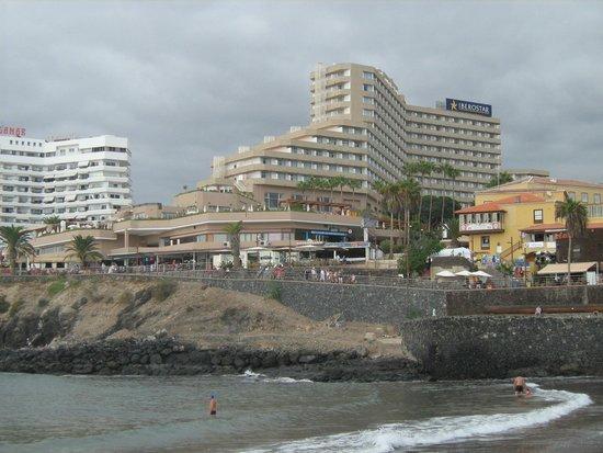 Iberostar Bouganville Playa: вид на отель с пляжа