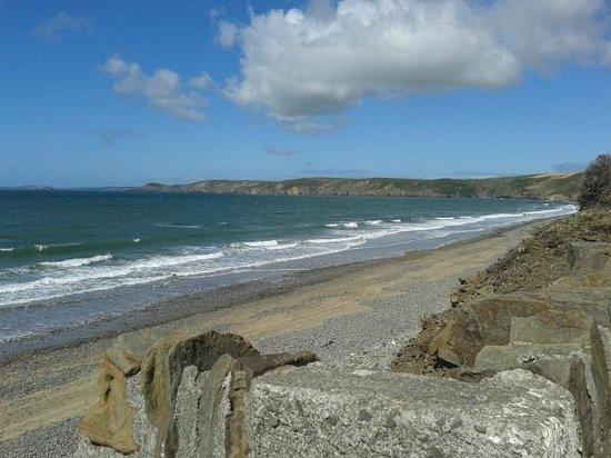 Newgale Beach: Another view from the road