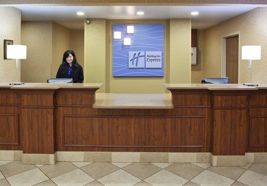 ‪‪Holiday Inn Express & Suites Bowling Green‬: Front Desk‬