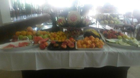 Intertur Hotel Hawaii Mallorca & Suites: Fresh fruit everyday